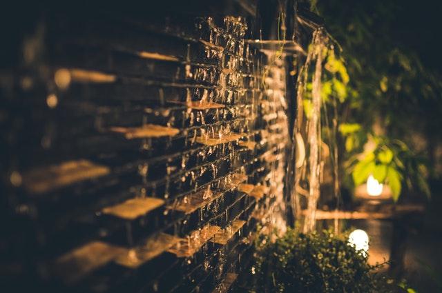 de verlichting met bewegingssensor is dus niet alleen ideaal om mensen te helpen met het vinden van de voordeur maar ook wekt het een schrikeffect bij